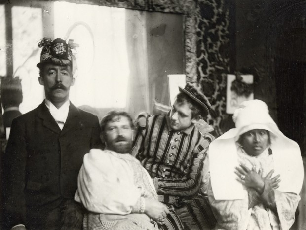 Mucha stands next to Gauguin who wears a decorated hat, Marold who is dressed in a stripey suit, and Anna who wears a Breton headdress